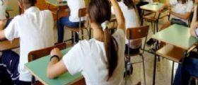 Potenza choc, insegnante di sostegno picchia alunna disabile. I bimbi: Guardava film porno in classe