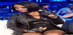 Raffaella Fico sexy canta Umbrella di Rihanna