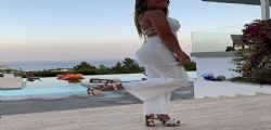 Antonella Roccuzzo manda in delirio i follower! Lo scatto in piscina di lady Messi