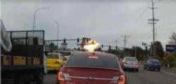 Seattle : aereo si schianta in autostrada davanti alle auto ferme al semaforo - Video