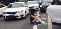 Cina : Donna sequestrata e chiusa nel bagagliaio di un