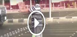 14enne balla la Macarena al semaforo ... ma viene arrestato - Video