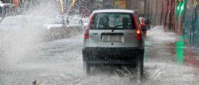Maltempo : Napoli e Provincia invasa dai forti temporali : decine di sos e il Sarno esonda