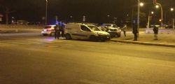 Roma, si ribalta auto: morto 21enne
