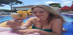 Anna Falchi a 47 anni mezza nuda nella vasca incanta tutti