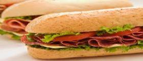 Mangia sandwich scaduto e viene licenziato