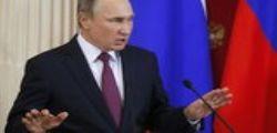 Vladimir Putin difende Donald Trump sulle prostitute: degrado delle élite politiche occidentali