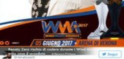Renato Zero rischia di cadere durante i Wind Music Awards