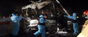 Corea del Sud, bus contro guardrail va a fuoco : Muoiono dieci persone, nove i feriti