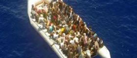 Sbarco migranti in Sicilia : Muore durante la traversata, il corpo gettato in pasto agli squali