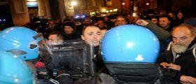 La città di Macerata blindata per il corteo antifascista : Trovate mazze in un seminterrato