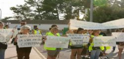 Scuola senza fondi per lo scuolabus : le mamme si spogliano!
