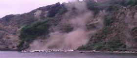 Monte di Procida : Frana dal costone di Acquamorta, paura tra i bagnanti