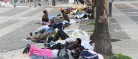 Emergenza profughi a Milano : Il piazzale Stazione Centrale trasformato in dormitorio
