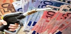 Prezzo carburanti : benzina sfiora i 2 euro