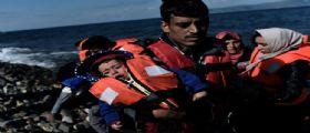 Profughi Grecia : Almeno 22 morti nel naufragio di due barconi