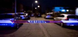 77enne trovato morto in casa dopo 5 giorni : il figlio fermato con l