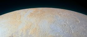 La variegata geologia di Plutone : i canyon congelati del polo Nord