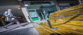 Le panchine anti-barbone di Bergamo e Roma