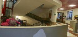 Bimbo caduto dalle scale a scuola, finite le speranze