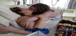 L' ultimo bacio alla mamma malata di cancro : La piccola Roxy aveva già perso il padre!