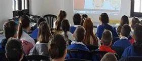 Bullismo Acerra/ A 6 anni rasato in classe dai compagni : Il papà pubblica la foto su Facebook