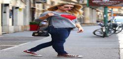 Michelle Hunziker incinta: le prime foto col pancino a Milano