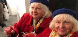 Lo hanno fatto con 355mila uomini! Le gemelle Fokkens, le prostitute più anziane di Amsterdam
