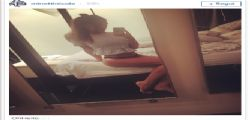 Nicole Minetti super sexy in mutandine e maglietta su Instagram