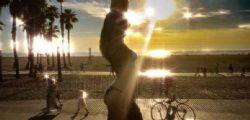 Costanza Caracciolo e Maddalena Corvaglia in bikini a Santa Monica