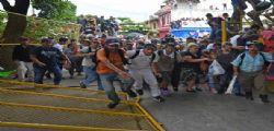 Messico, disordini per i migliaia della carovana migranti