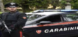 A Brindisi va in giro con la maglietta e la scritta pusher : arrestato 33enne