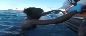 Strage nel Mediterraneo, Libia: Gommone affonda, morti 50 migranti e decine di dispersi