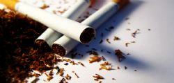 Il fumo di sigaretta danneggia anche la schiena!