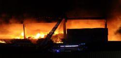 Milano, rifiuti ancora in fiamme : rogo in capannone