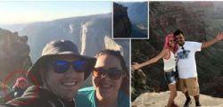 Una tragica fine! Scattano un selfie sul ciglio del burrone in California... un volo di 800 metri