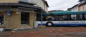 Germania, scuolabus si schianta contro un edificio: 48 feriti, 43 sono bambini
