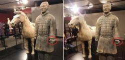 Cina contro Stati Uniti: Punizione severa per il vandalo del guerriero millenario di terracotta