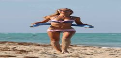 Laura Cremaschi a Miami è una bomba sexy!