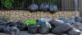Roma : I rifiuti delle ville dei rom gettati in mezzo alla strada