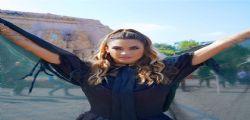La strega più gno... Il travestimento di Melissa Satta per Halloween