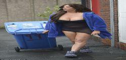 Grande Fratello UK : Lisa Appleton beccata mezza nuda