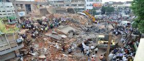 New Delhi, India/ Crolla un hotel di 4 piani : Almeno 10 morti e 3 feriti, si scava sotto le macerie