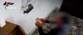 Napoli, 23 furbetti del cartellino scoperti : Timbravano con una scatola in testa per nascondersi