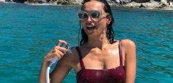 Caterina Balivo e la doccia bollente in barca per Ferragosto!