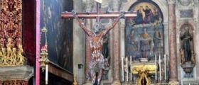 Venezia, sputi in chiesa sul crocifisso : Sono state 4 donne islamiche con il velo