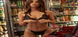 Emily Ratajkowski con un bikini da urlo! I fianchi fanno girare la testa