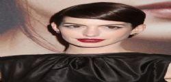 Anne Hathaway sta male e interrompe la dieta vegana