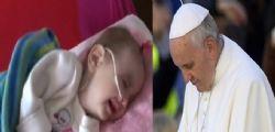 Papa Francesco prega per la Piccola Noemi