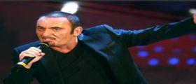 Il cantautore Mango muore sul palco durante un concerto stroncato da un infarto